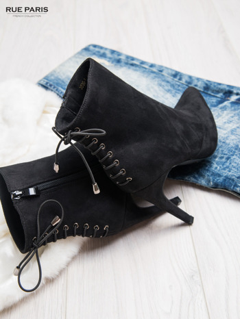 Czarne zamszowe botki faux suede Samantha na szpilce sznurowane z tyłu                                  zdj.                                  1