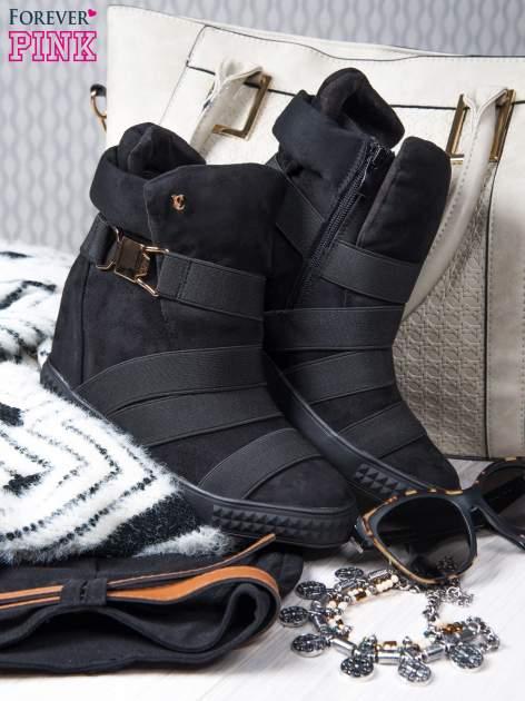 Czarne zamszowe sneakersy bandage z klamerką Lucky                                  zdj.                                  1