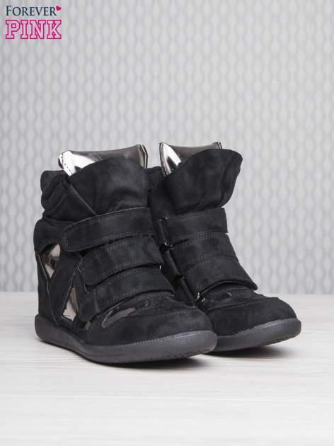 Czarne zamszowe sneakersy damskie na rzepy Verity z lustrzanymi wstawkami                                  zdj.                                  3