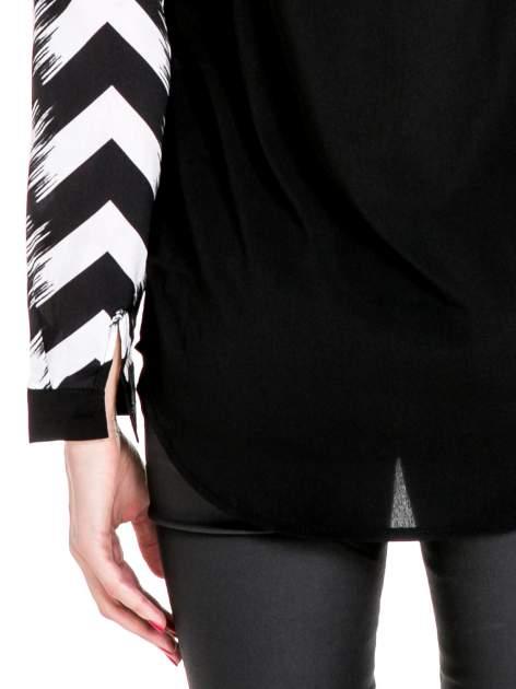 Czarno-biała koszula w geometryczny wzór                                  zdj.                                  7