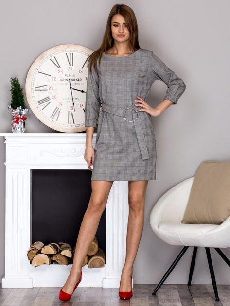 Czarno-biała sukienka w kratę z paskiem PLUS SIZE                              zdj.                              4