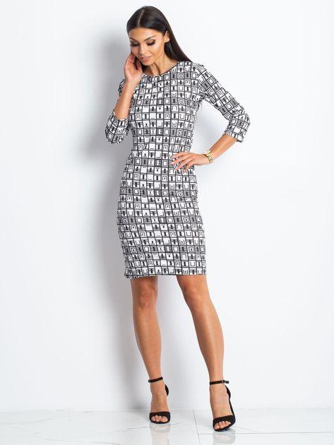 Czarno-biała wzorzysta sukienka tuba                              zdj.                              4