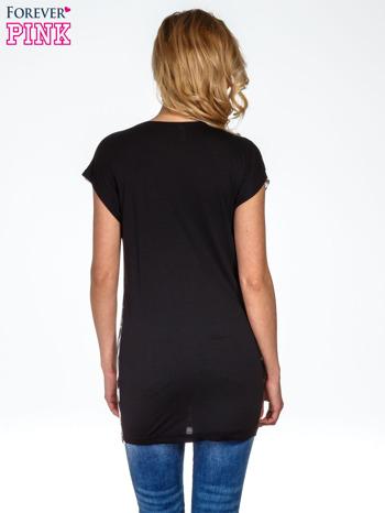 Czarno-biały t-shirt w geometryczne wzory                                  zdj.                                  4