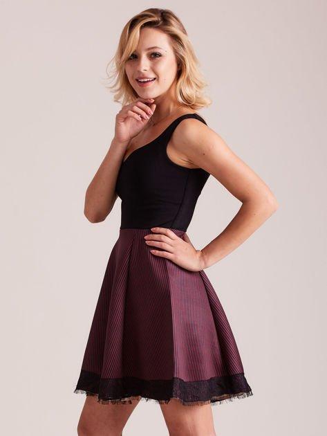 Czarno-bordowa sukienka z dołem w paski                              zdj.                              2