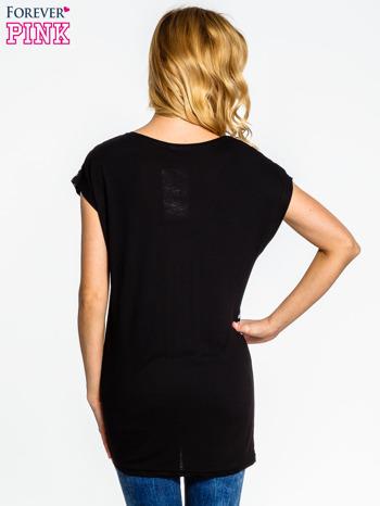 Czarno-szary t-shirt w duże cętki                                  zdj.                                  2