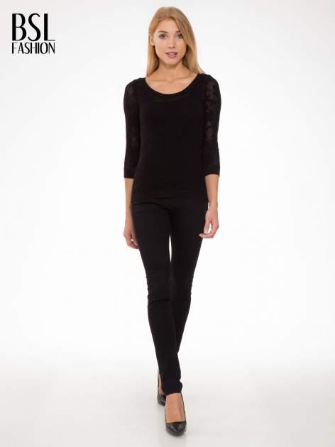 Czarny ażurowy sweter z rękawami 3/4                                  zdj.                                  2