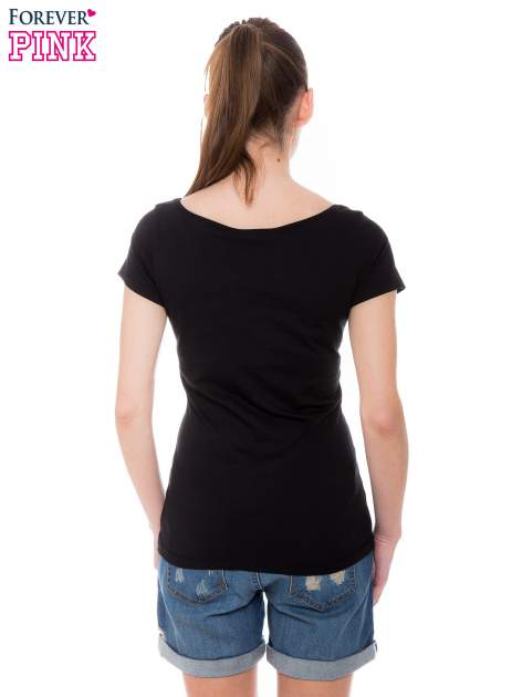 Czarny basicowy t-shirt z okrągłym dekoltem                                  zdj.                                  3