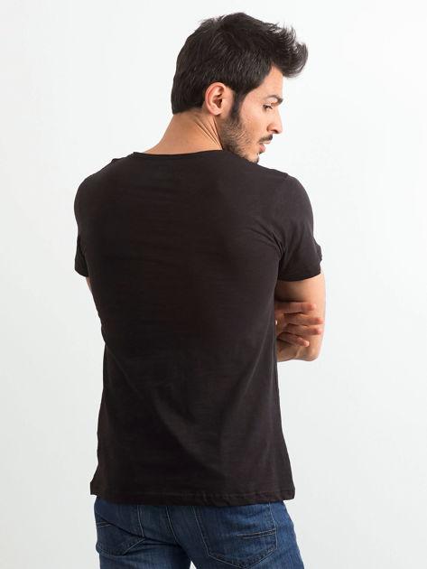 Czarny bawełniany t-shirt męski z napisem                              zdj.                              2