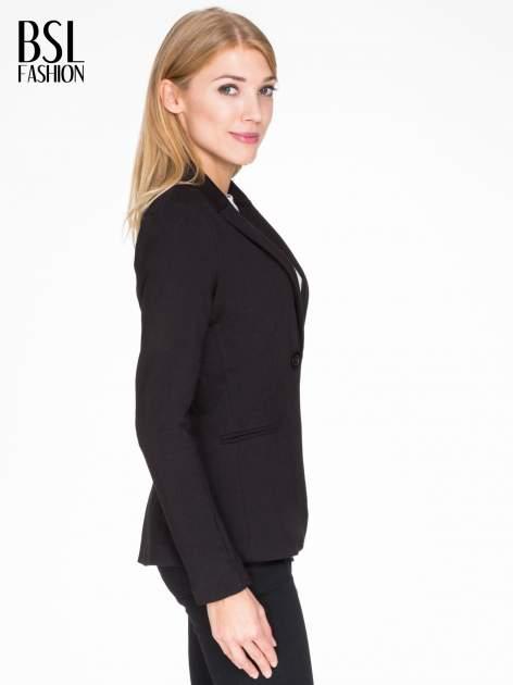 Czarny bawełniany żakiet damski na jeden guzik                                  zdj.                                  3