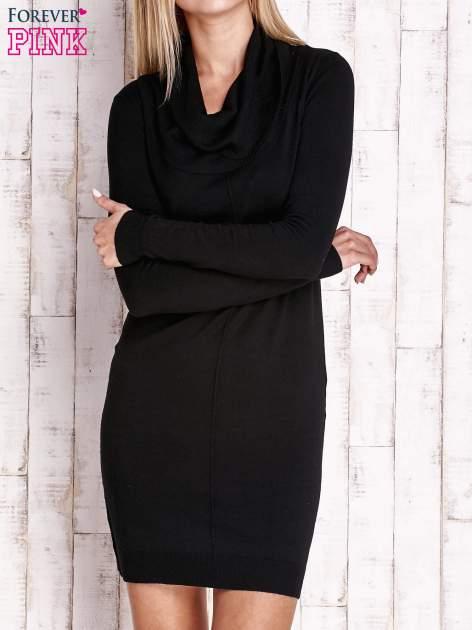 Czarny długi sweter z golfem i dekoltem w prążki                                  zdj.                                  1