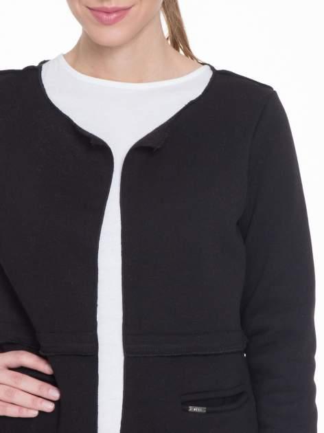 Czarny dresowy bluzopłaszczyk o pudełkowym kroju                                  zdj.                                  5