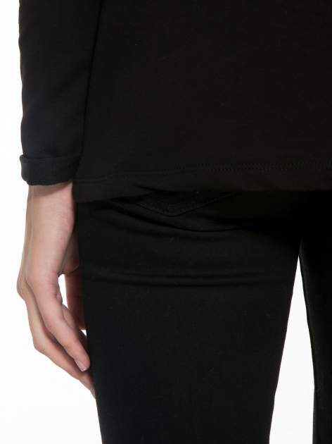 Czarny dresowy żakiet z zaokrąglonymi bokami                                  zdj.                                  8