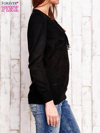 Czarny dzianinowy sweter z wiązaniem                                  zdj.                                  3