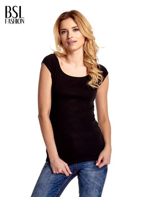 Czarny gładki t-shirt z łódkowym dekoltem