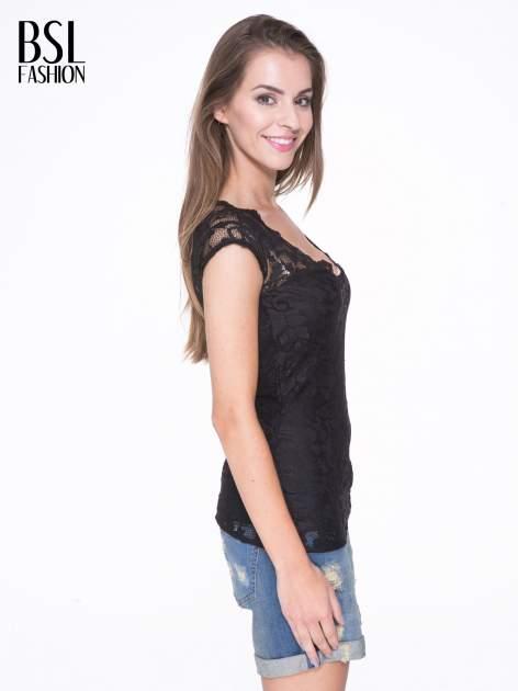Czarny koronkowy t-shirt z głębokim dekoltem                                  zdj.                                  3