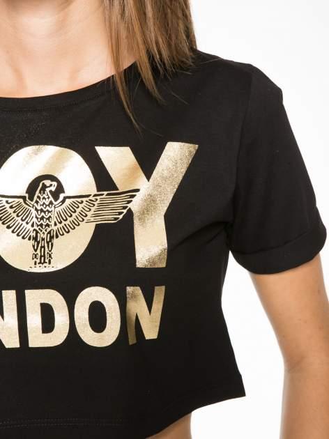 Czarny krótki t-shirt przed pępek z napisem BOY LONDON                                  zdj.                                  8