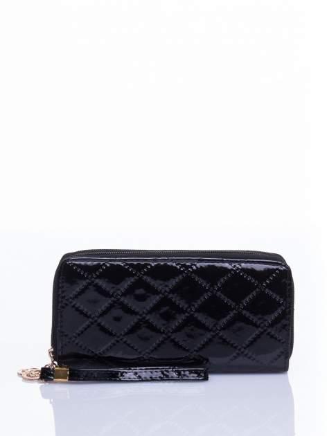 Czarny lakierowany pikowany portfel