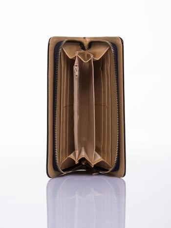 Czarny lakierowany portfel z odpinanym złotym łańcuszkiem                                  zdj.                                  3