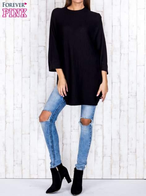 Czarny luźny sweter oversize z bocznymi rozcięciami                                  zdj.                                  2