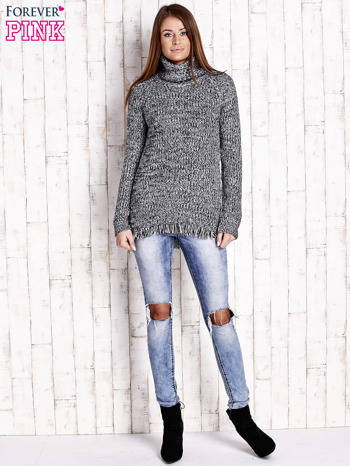 Czarny melanżowy sweter z golfem i frędzlami na dole                                   zdj.                                  2
