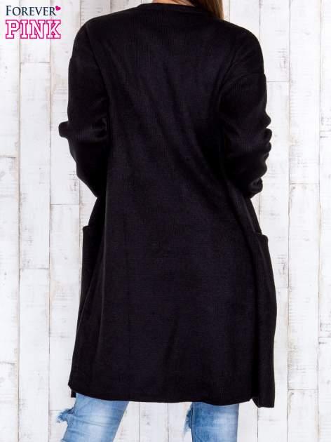 Czarny otwarty sweter z kieszeniami z przodu                                  zdj.                                  4
