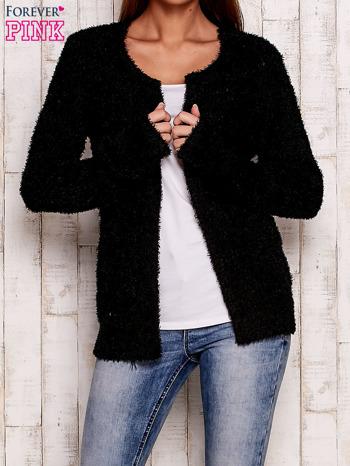 Czarny otwarty włochaty sweter