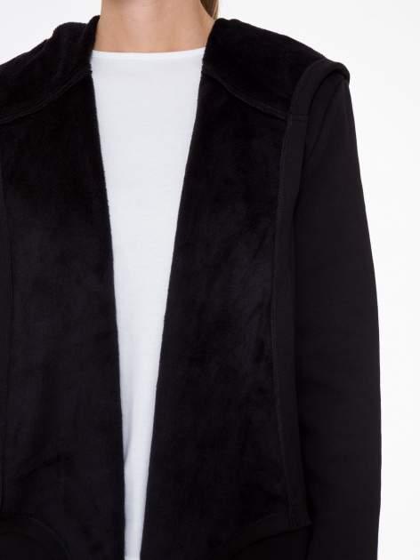 Czarny płaszcz dresowy z asymetrycznymi bokami                                  zdj.                                  6