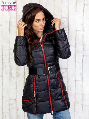 Czarny płaszcz z paskiem i kolorowymi suwakami                                  zdj.                                  5