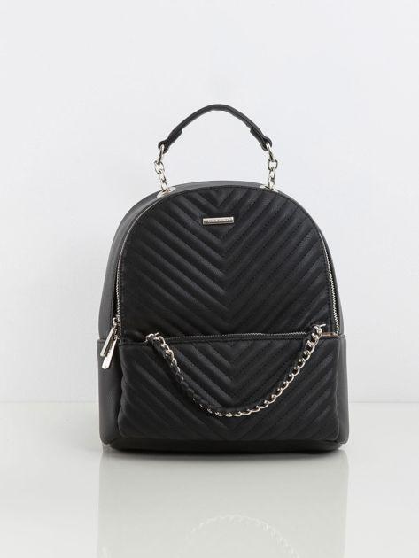 Czarny plecak damski z przeszyciami