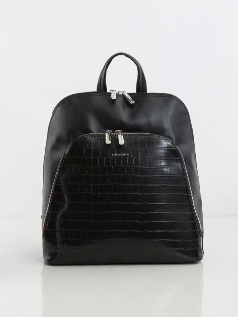 Czarny plecak z kieszenią