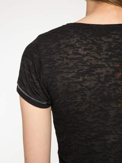 Czarny półtransparentny t-shirt z napisem                                  zdj.                                  10