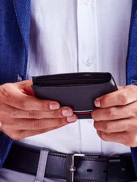 Czarny portfel dla mężczyzny z materiałowym modułem                              zdj.                              4