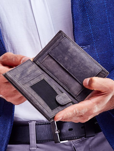 Czarny portfel męski z tłoczonym napisem                              zdj.                              4