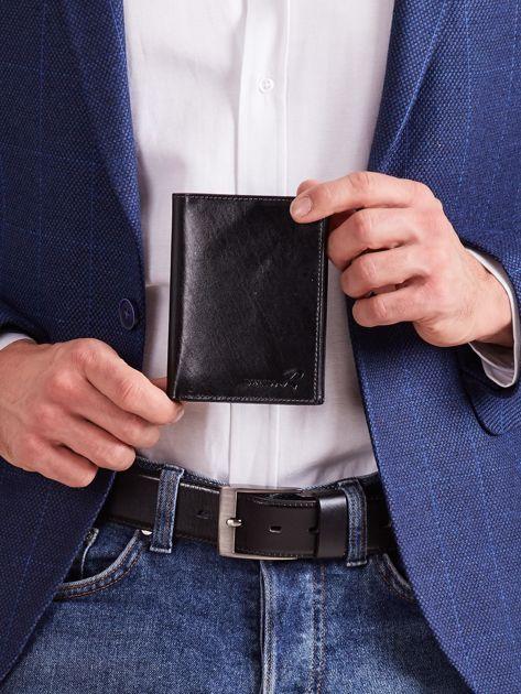 Czarny portfel skórzany męski pionowy