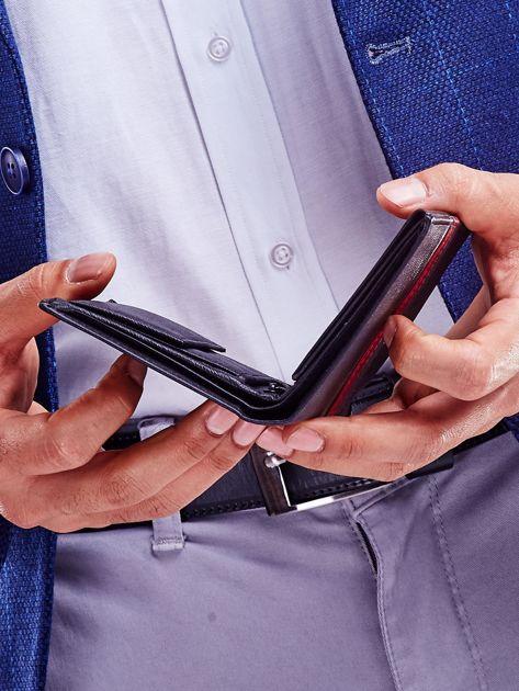 Czarny portfel skórzany z czerwoną wstawką                              zdj.                              4
