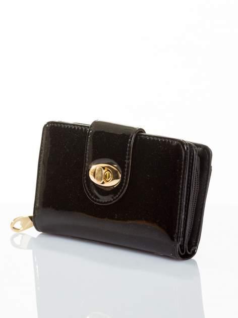 Czarny portfel ze złotym zapięciem efekt skóry saffiano                                  zdj.                                  2