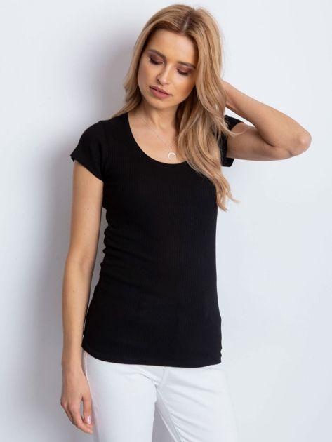 Czarny prążkowany t-shirt                              zdj.                              1