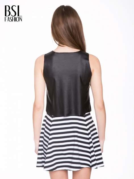 Czarny skórzany crop top w minimalistycznym stylu                                  zdj.                                  4