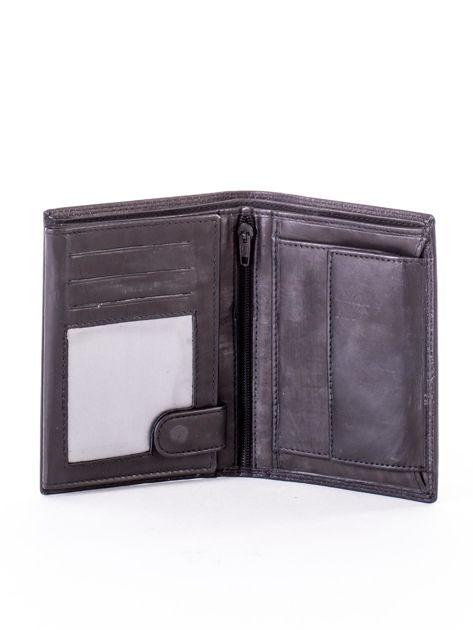 Czarny skórzany portfel z okrągłym tłoczonym emblematem                              zdj.                              4
