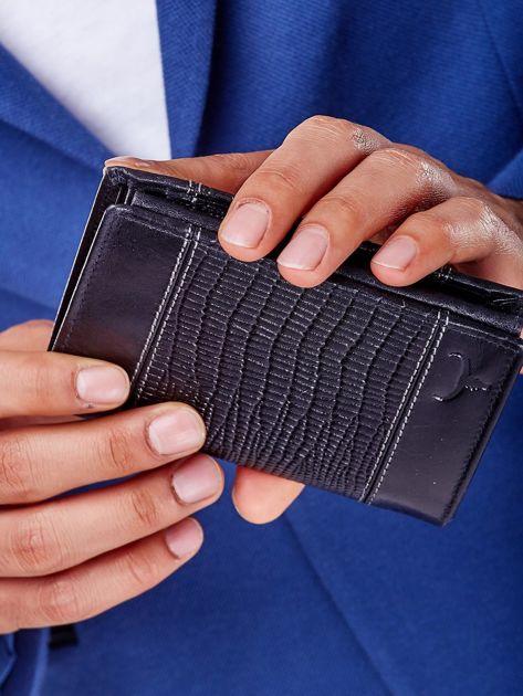 Czarny skórzany portfel z tłoczonym wzorem                              zdj.                              5
