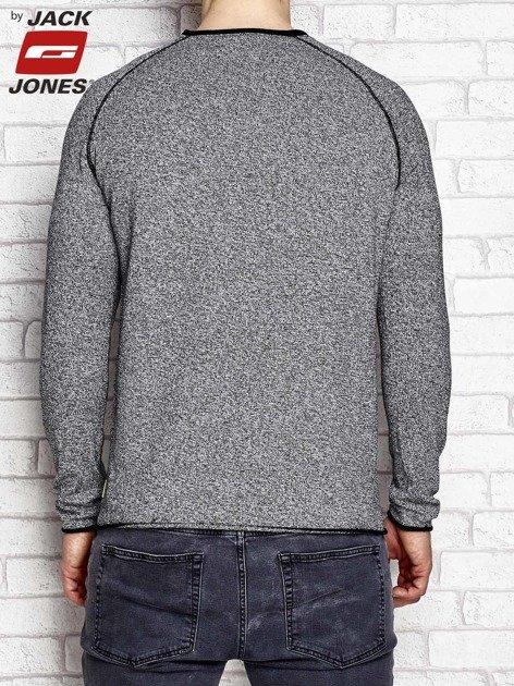 Czarny sweter męski z ciemnym wykończeniem