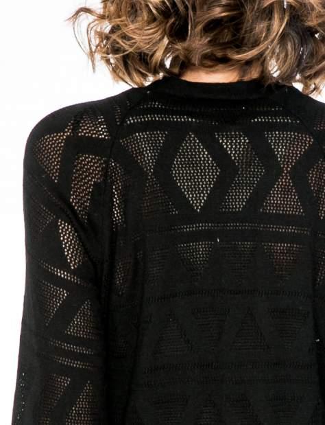 Czarny sweter narzutka o geometrycznym splocie                                  zdj.                                  6