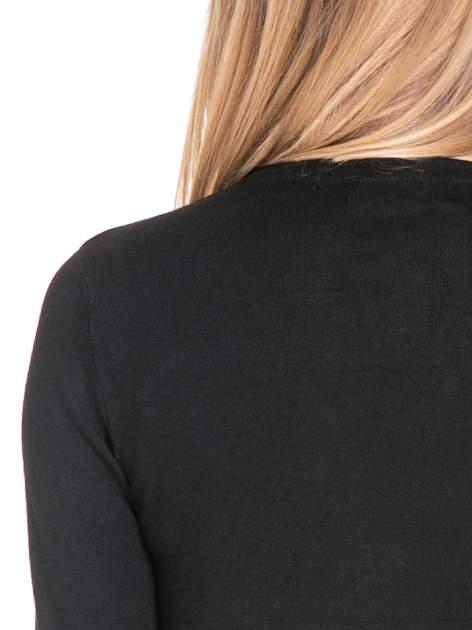 Czarny sweter narzutka waterfall ze skórzanymi klapami                                  zdj.                                  7
