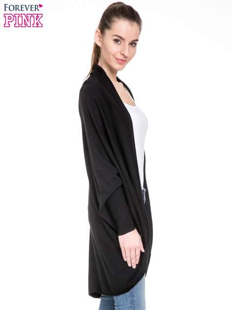 Czarny sweter narzutka z nietoperzowymi rękawami                                  zdj.                                  3