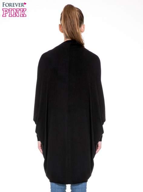 Czarny sweter narzutka z nietoperzowymi rękawami                                  zdj.                                  2