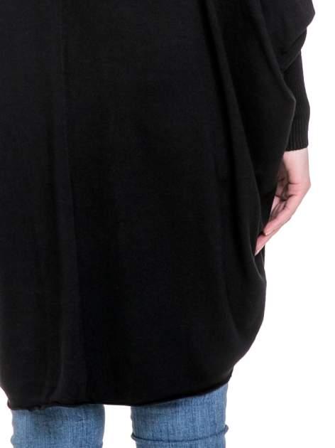 Czarny sweter narzutka z nietoperzowymi rękawami                                  zdj.                                  6