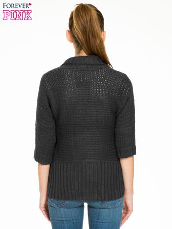 Czarny sweter narzutka z rękawem 3/4                                  zdj.                                  4