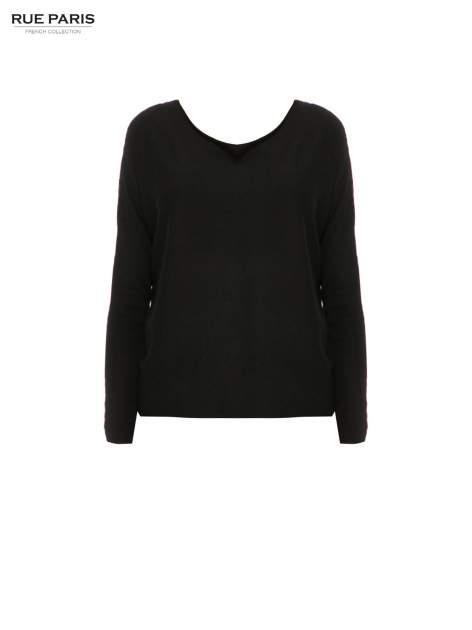 Czarny sweter o nietoperzowym kroju z cekinową aplikacją na rękawach                                  zdj.                                  5