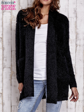 Czarny sweter oversize z kieszeniami