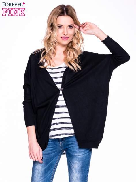 Czarny sweter typu nietoperz zapinany na guzik                                  zdj.                                  1